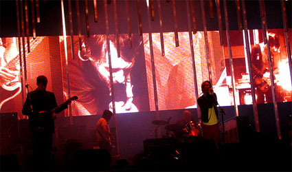 "Image of Radiohead on stage during ""In Rainbows"" tour"